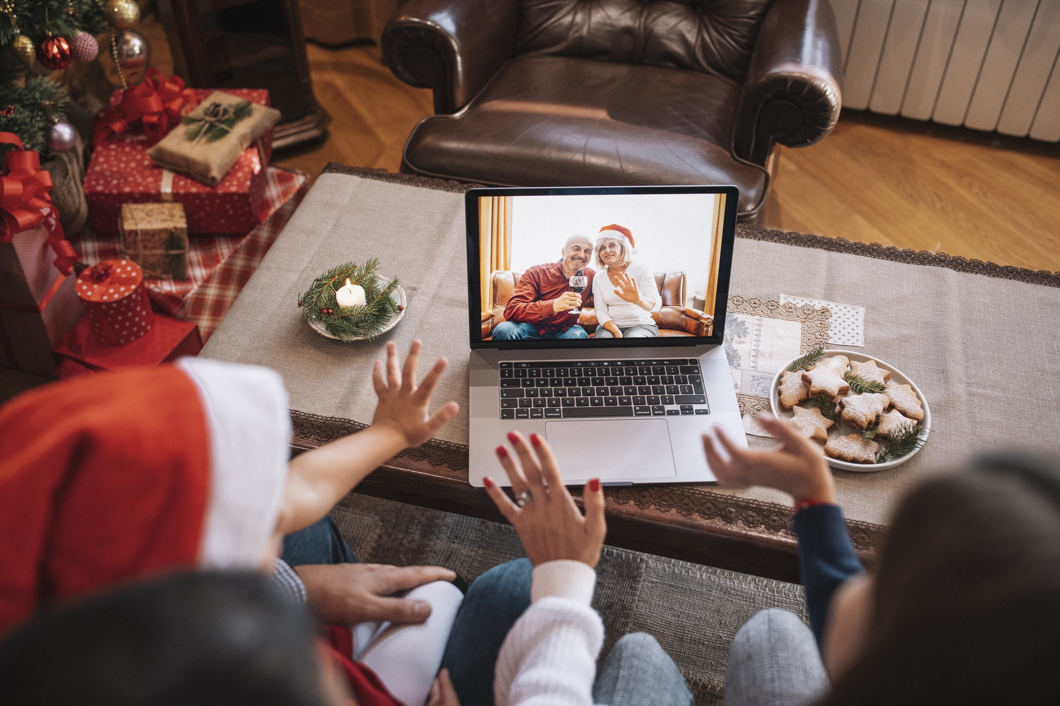 7 Clever Ways to Stay Connected with Loved Ones this Holiday Season