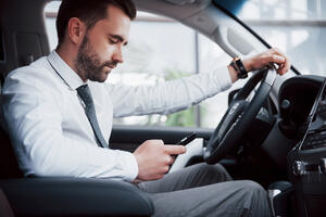 6 Ways to Avoid Distracted Driving