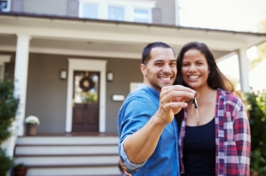 When to Get Homeowners Insurance When Buying a House
